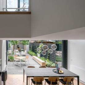 Harmonika ajtó világos és tágas terekhez, avagy városi lakásbővítés Rotterdamban